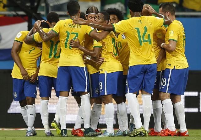 Resultado de imagem para brasil ganha de peru ontem