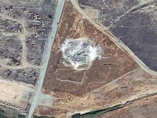 O local onde o mosteiro ficava, em foto por satélite (Foto: DigitalGlobe via AP)