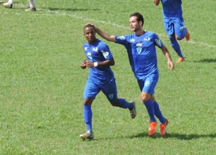 Rafinha comemora gol de empate do Azulão (Foto: Kawanny Barros / GloboEsporte.com)