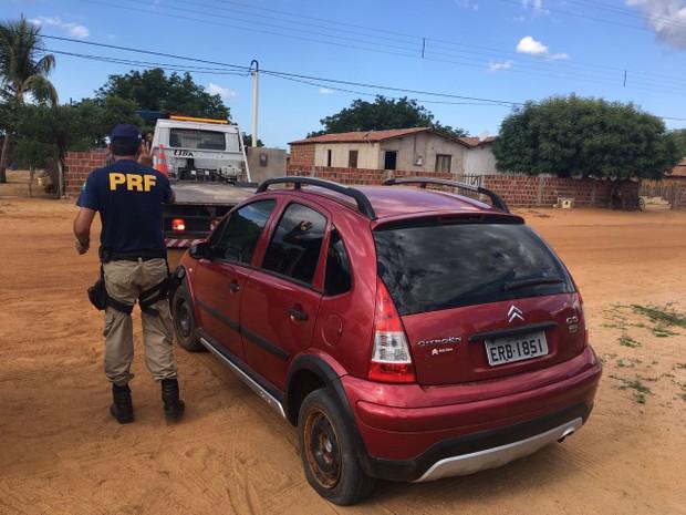 PRF apreende carro Citroen C3 roubado em São Paulo (Foto: Divulgação/PRF)