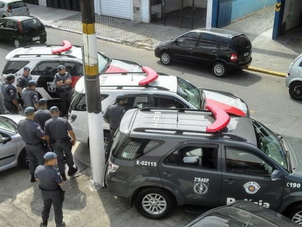 Policiais realizaram operação na orla de Praia Grande (Foto: Divulgação/Polícia Militar)