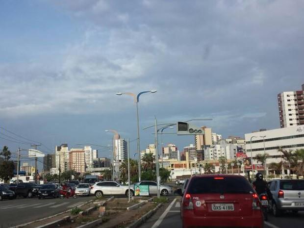 Semáforos apagados complicam trânsito no Renascença (Foto: Lucas Vieira / G1)