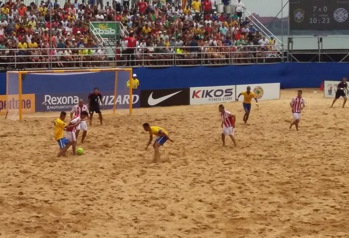 Jogadores de Brasil e Paraguai em decisão no Espírito Santo (Foto: André Rodrigues/Globo Esporte ES)