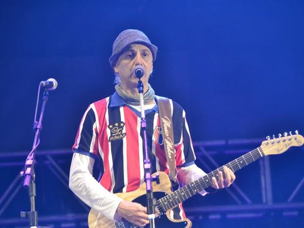 Zeca Baleiro cantou músicas em homenagem a Naná Vasconcelos (Foto: Camila Queiroz/Assessoria)