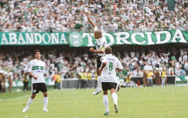 Alex comemora, Coritiba x Atlético-PR (Foto: Joka Madruga/Agência Estado)