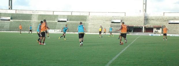 treino coletivo do botafogo-pb (Foto: Lucas Barros / Globoesporte.com/pb)