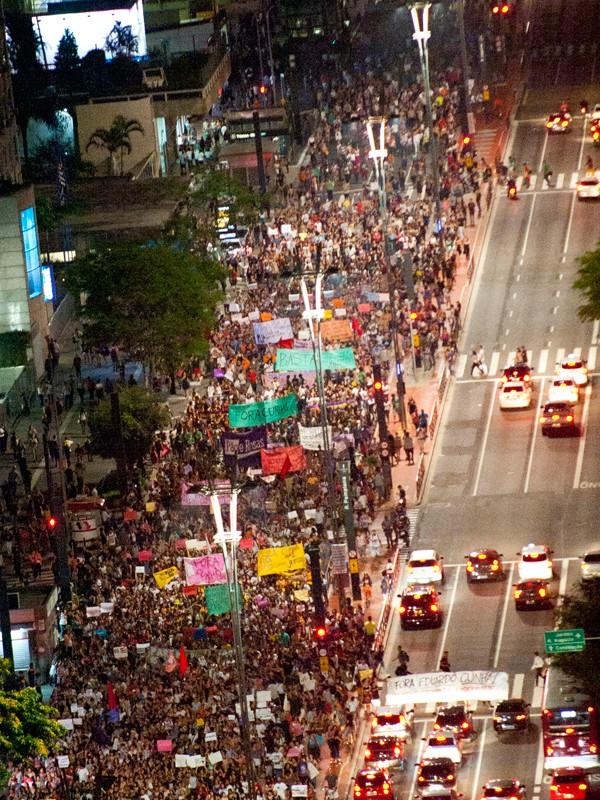 Manifestantes fecham a Paulista em protesto contra Eduardo Cunha (Foto: Gabriel Soares/Brazil Photo Press/Estadão Conteúdo)