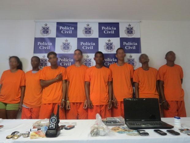 Presos durante operação policial em Cosme de Farias, em Salvador (Foto: Divulgação/Polícia Civil)