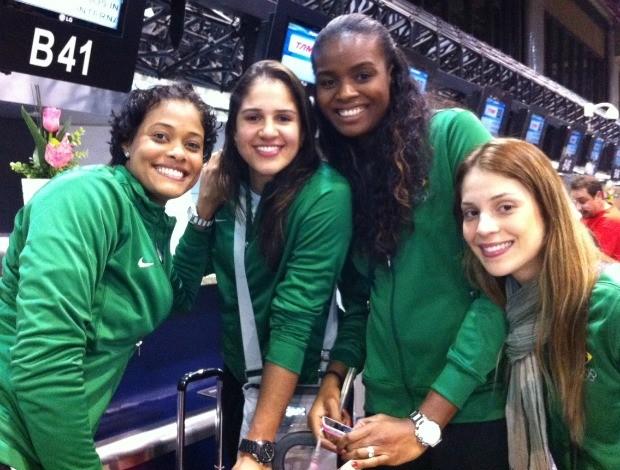 Adenízia, Natália, Fabiana e Camila Brait vôlei embarque (Foto: Fernanda Duque Estrada / CBV)