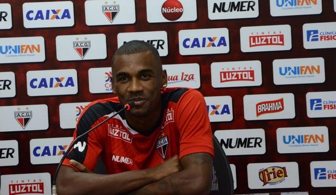Marllon, zagueiro do Atlético-GO (Foto: Reprodução/TV Anhanguera)