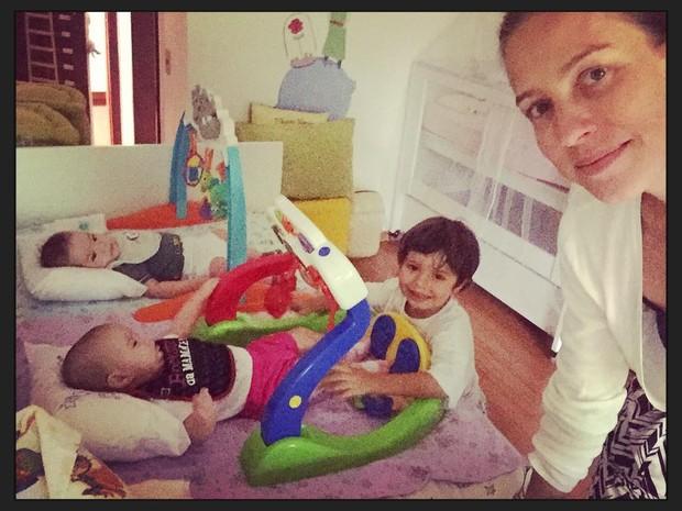 Luana Piovani posa com os filhos (Foto: Instagram)