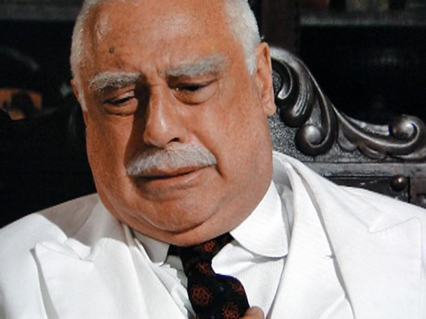 Ramiro chora trancado no escritório (Foto: Gabriela/TV Globo)