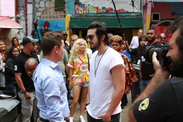 Luan Santana grava clipe na comunidade Dona Marta, no Rio