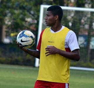 Matheus Reis treino São Paulo (Foto: Marcelo Prado)