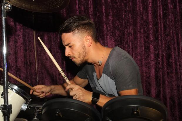 Junior Lima faz show em São Paulo (Foto: Leo Franco e Thiago Duran/ Ag. News)
