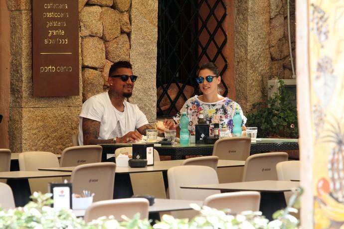 Kevin Prince Boateng e Melissa Satta almoçam em Sardenha (Foto: Splash News/AKM-GSI)