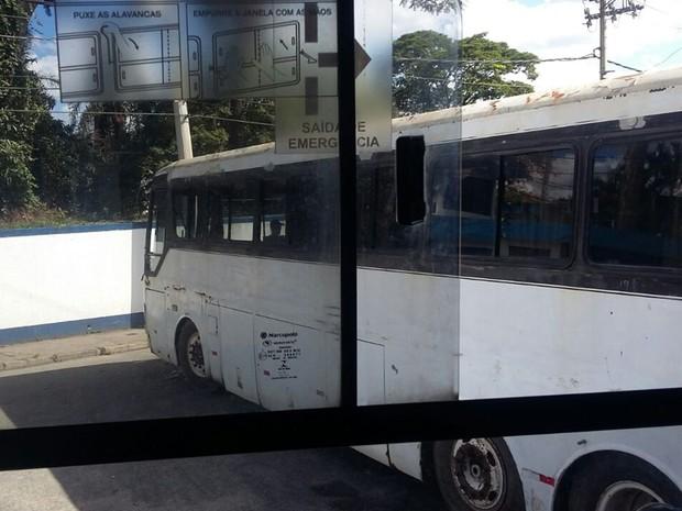 Motorista perdeu controle e bateu em poste em Mogi das Cruzes (Foto: Maiara Barbosa/G1)