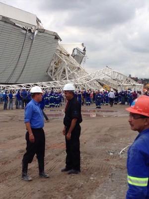 FOTOS: estrutura cai e atinge lateral do estádio do Corinthians (Arquivo pessoal)