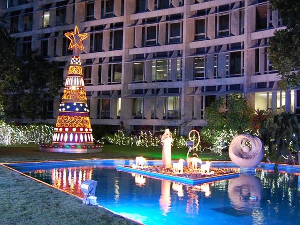 decoracao arvore de natal reciclavel : decoracao arvore de natal reciclavel:Árvore de Natal de 8 metros enfeita sede da Companhia Energética de