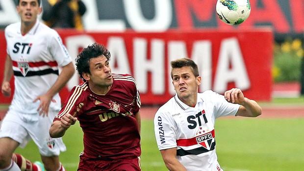 Fred e Rafael Toloi na partida do São Paulo contra Fluminense (Foto: Ag. Photocamera)