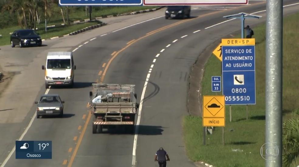 Estradas administradas pelo DER em SP estão sem serviço de atendimento (Foto: Reprodução/TVGlobo)