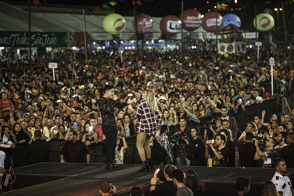 Banda Magníficos cantou sucessos e animou mais de 41 mil forrozeiros (Foto: Geyson Magno/Divulgação)