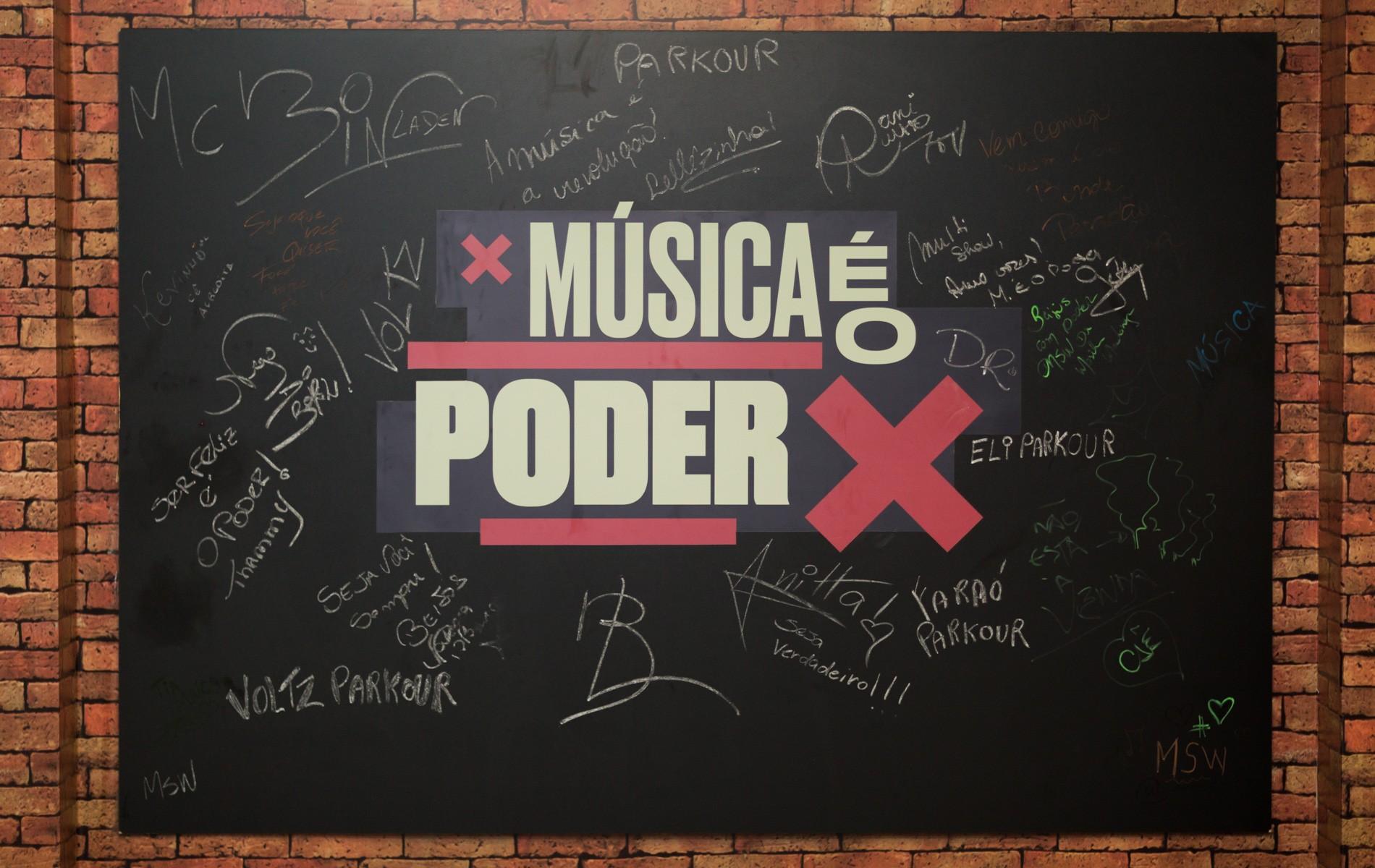 O mural cheio de assinaturas e mensagens (Foto: Samuel Kobayashi/Multishow)