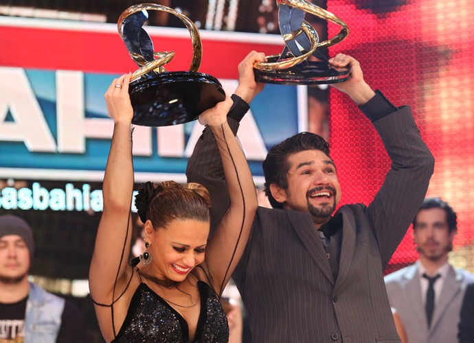 Viviane Araujo e Marcelo Grangeiro são os campeões da Dança 2015 (Foto: Carol Caminha/ Gshow)
