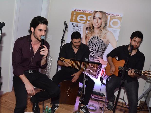 Fiuk canta em festa em São Paulo (Foto: Caio Duran/ Foto Rio News)