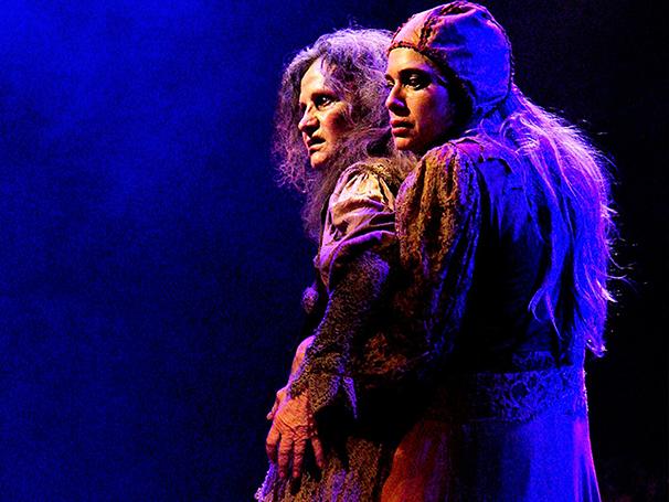 Letícia Spiller e Rosa Maria Murtinho no palco em 'Dorotéia'  (Foto: Divulgação/João Dionísio)