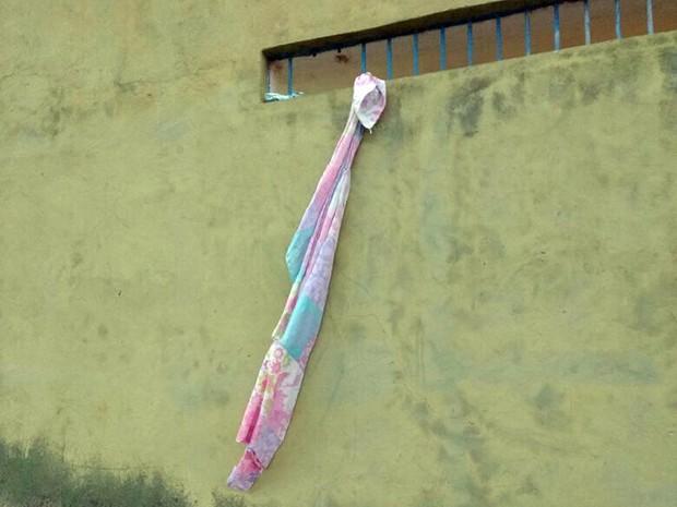 Presos conseguiram pular muro da unidade usando corda de lençóis (Foto: Divulgação/Sinpoljuspi)