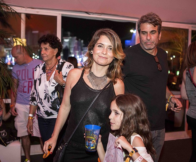 Claudia Abreu posa para as lentes do Gshow com a filha (Foto: Inácio Moraes/Gshow)