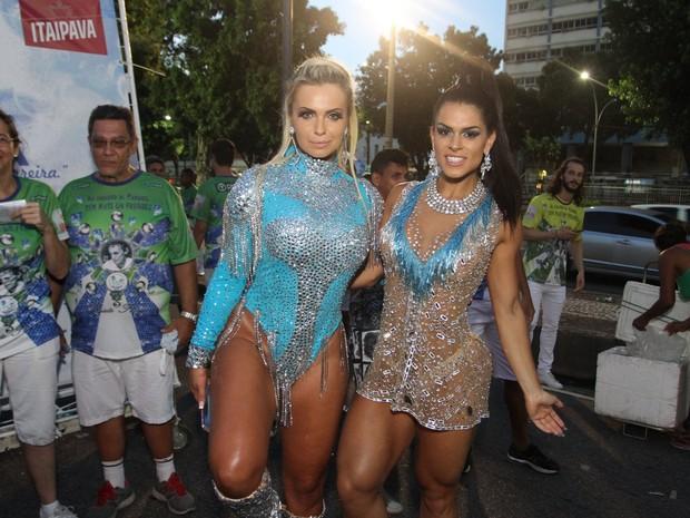 Veridiana Freitas e Fran Peterson em ensaio técnico da Rocinha na Marquês de Sapucaí, no Centro do Rio (Foto: Thyago Andrade/ MF Assessoria/ Divulgação)