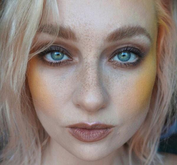 Blush amarelo na maquiagem da makeup artist Ash Meredith (Foto: Reprodução Instagram)