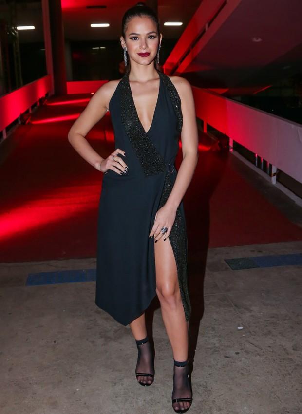 Bruna Marquezine usa vestido Versace, sapatos Gucci e joias H. Stern (Foto: Manuela Scarpa/Brazil News)