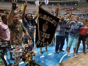 Maracatu Vozes da África e Nação Pici comemoram título do Carnaval de Fortaleza. (Foto: Kaio Machado)
