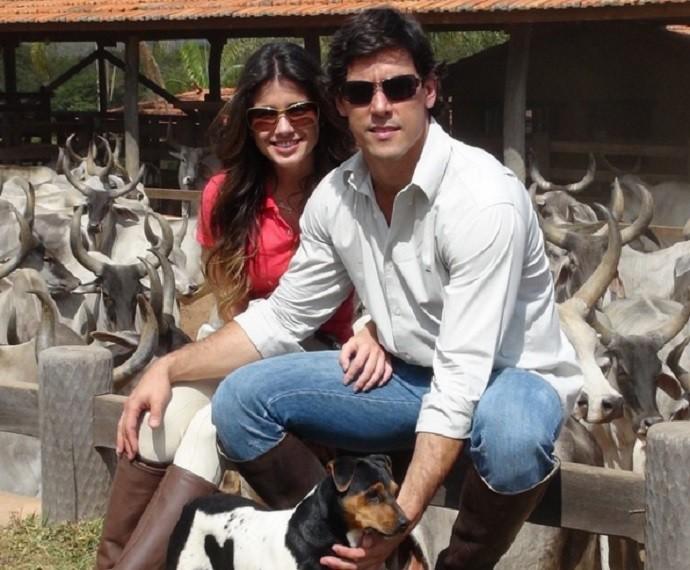 Paula Fernandes posa ao lado de Henrique (Foto: Arquivo Pessoal)