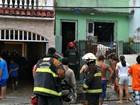 Incêndio atinge casa após vela ficar acesa em quarto, em Manaus