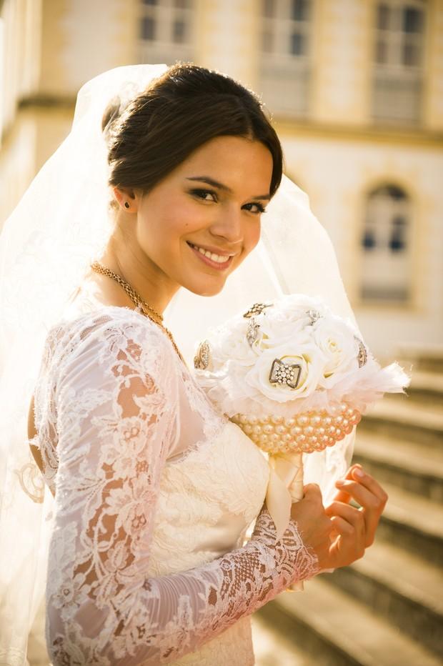 Bruna Marquezini já casou em várias novelas. Personagem Marizete de I Love Paraisópolis usou maquiagem leve no grande dia (Foto: TV Globo/Divulgação)