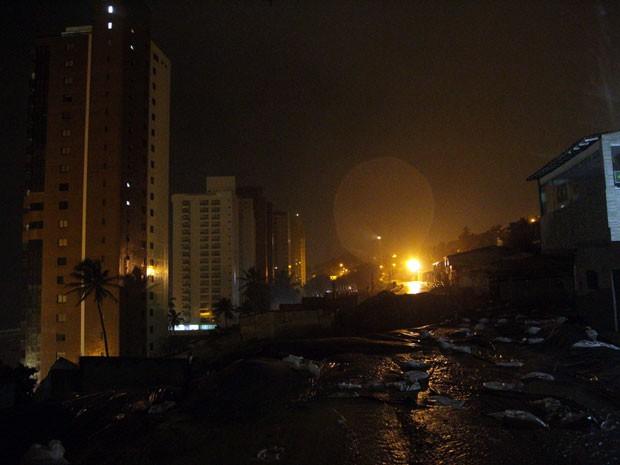 Chuva voltou a preocupar moradores do bairro de Mãe Luíza, na Zona Leste da cidade (Foto: Wallace Araújo/G1)