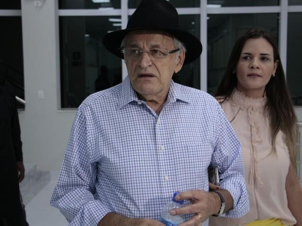 Sebastião Quintão (PMDB) e a esposa (Foto: Pedro Samora / G1)