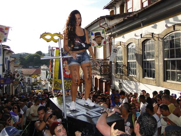 Luíza Senna veio do Espírito Santo para aproveitar carnaval em Ouro Preto (Foto: Alex Araújo / G1)