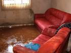 Chuva alaga casas e gera transtornos ao trânsito na Grande Goiânia; vídeo