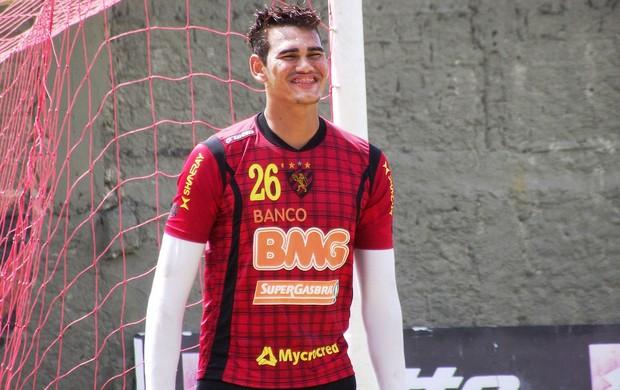 Saulo tem contrato até 2015 com o Sport (Foto: Divulgação/Sport)