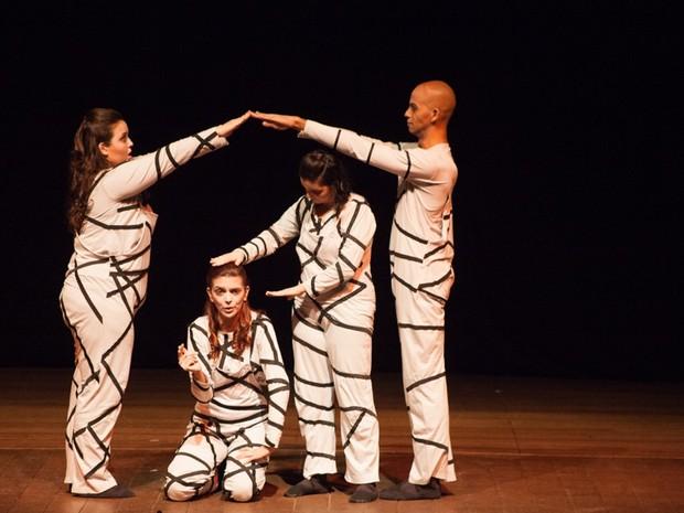 Cia Conscius Dementia apresenta peça 'Liberdade, Liberdade' (Foto: Camila Forlin)