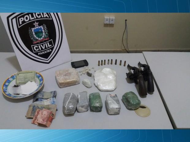 Polícia Civil prendeu oito pessoas com drogas, armas e dinheiro, em Catolé do Rocha, na Paraíba (Foto: Reprodução/TV Paraíba)