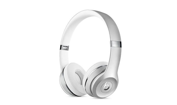Beats Solo3 é um fone com design maior e tecnologia wireless (Foto: Divulgação/Apple)