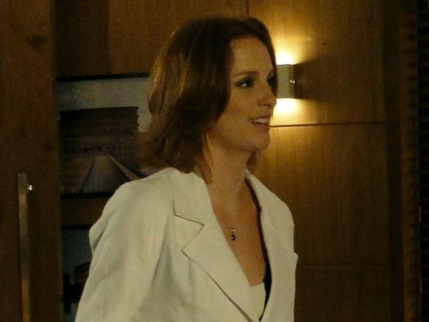 A jovem fica surpresa com a atitude de Kleber (Foto: Amor Eterno Amor/ TV Globo)