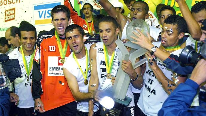 Paulista de Jundiaí campeão da copa do Brasil 2005 contra o Fluminense (Foto: Agência O Globo)