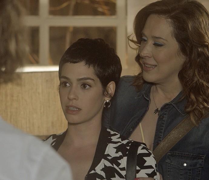 Flávia convida Helô para ficar em sua casa (Foto: TV Globo)